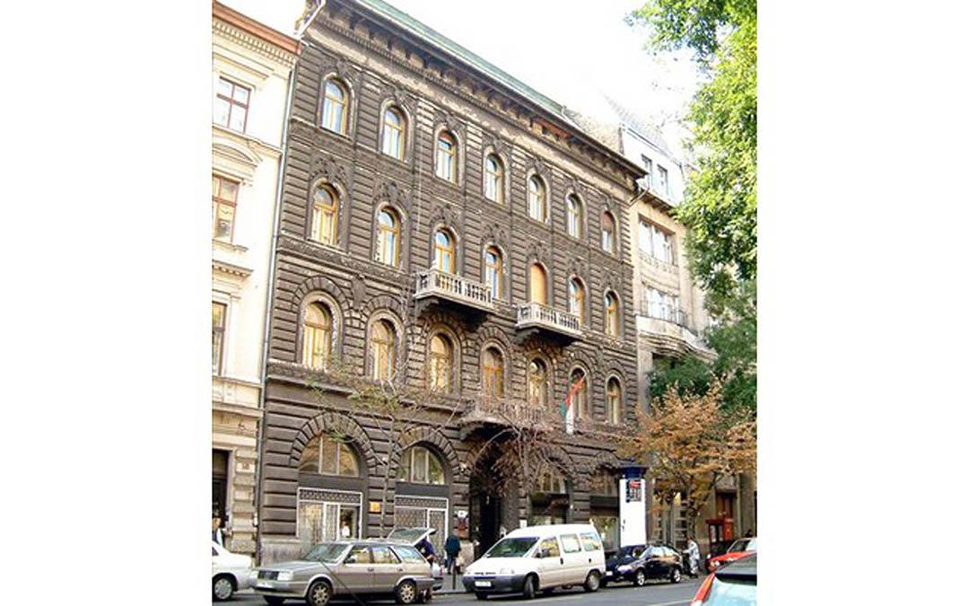 calle_alkotmany_budapest_02